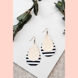 Jewelry - Be Bold Black Striped Drop Earrings